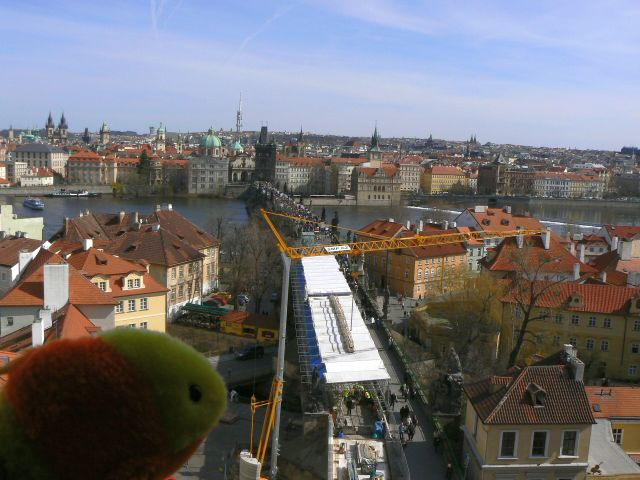 http://sweb.cz/slavnigeniove/small_fry-prague-bridge_1.jpg