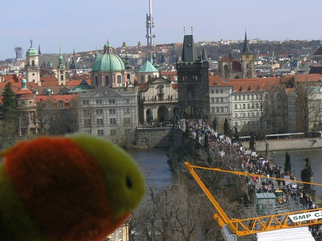 http://sweb.cz/slavnigeniove/small_fry-prague-bridge_2.jpg