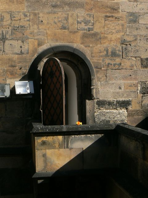 http://sweb.cz/slavnigeniove/small_fry-prague-door.jpg