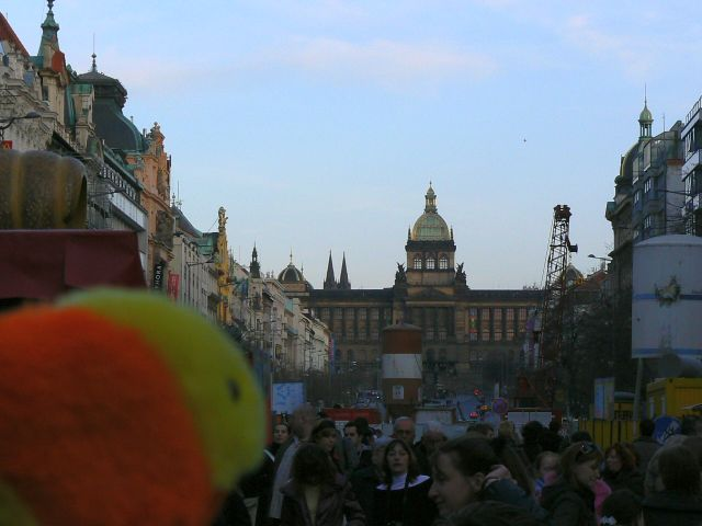http://sweb.cz/slavnigeniove/small_fry-prague-wenceslas_square.jpg